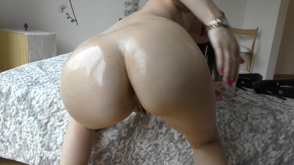 Timea Bella playing video Huge dildos and oiling body - the beginning video of my solo videos and a reduced price TB056