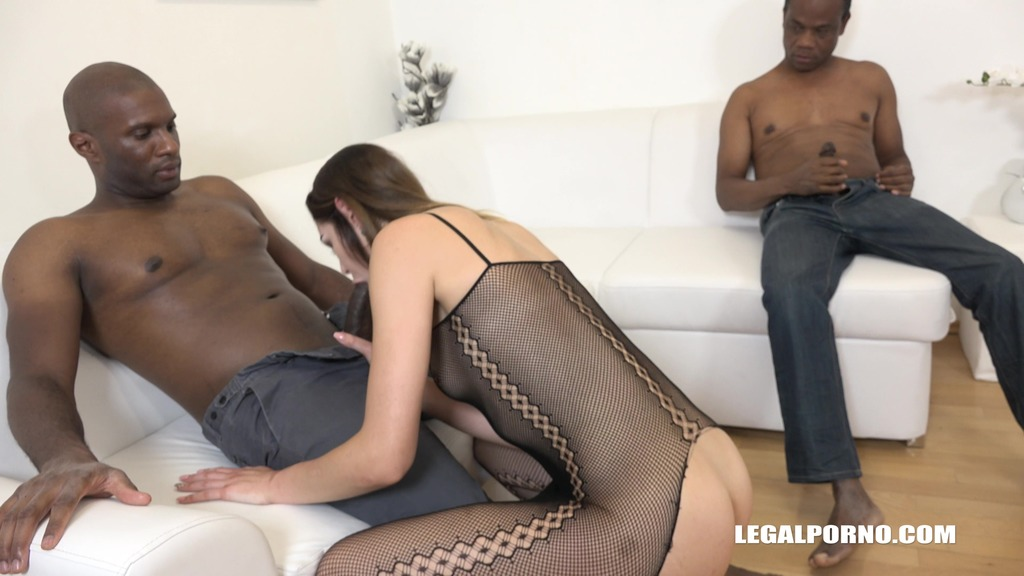 Young bitch Jessica Bell goes crazy for black cock IV115