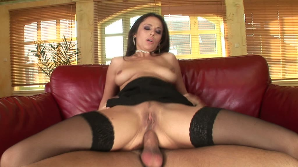Raunchy milf Linda Brown reverse cowgirl fucks a big dick with her asshole GP1271