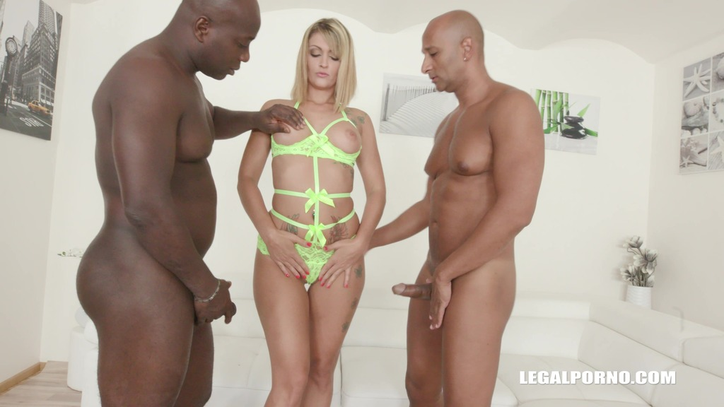 Lola Candy gets fucked by black bulls