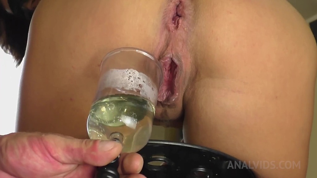 Queen Eugenia takes enema with her own squirt OTS350