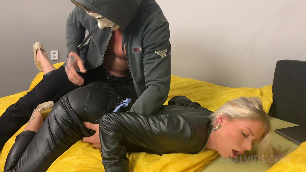Mr. Anonymous comes to fuck Claudia Mac's ass CM040