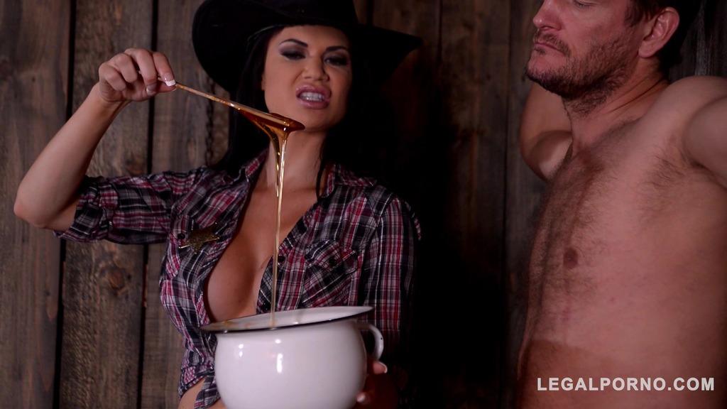 DoMina K Medinant female Sheriff Jasmine Jae interrogates dude with BDSM methods GP539