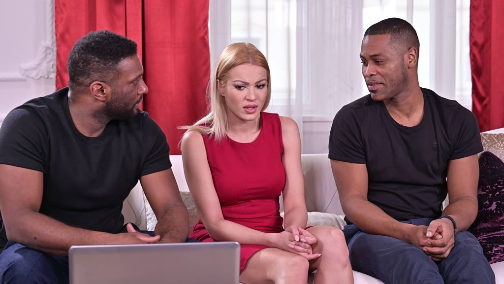 Angry Gf Cherry Kiss Gets Back at Her Bf by Leaving Video of Her Being Savaged by 2 Black Dudes on His Laptop GP1804